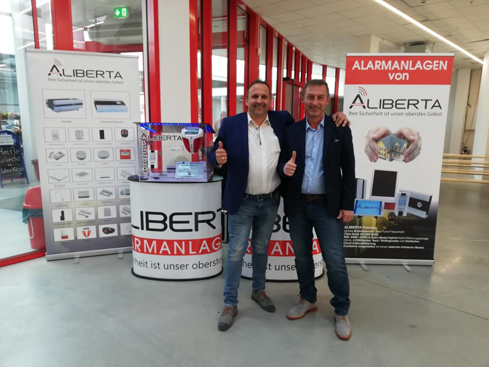 Aliberta Beratungs Stand Hellweg Fürstenfeld mit Geschäftsführung Robert Schmid